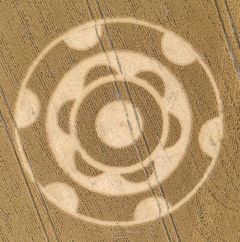 cropcircles2020yarnbury.jpg